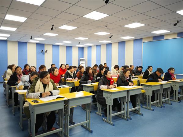 商南县城关第五小学开展辐射式培训专题交流研讨会