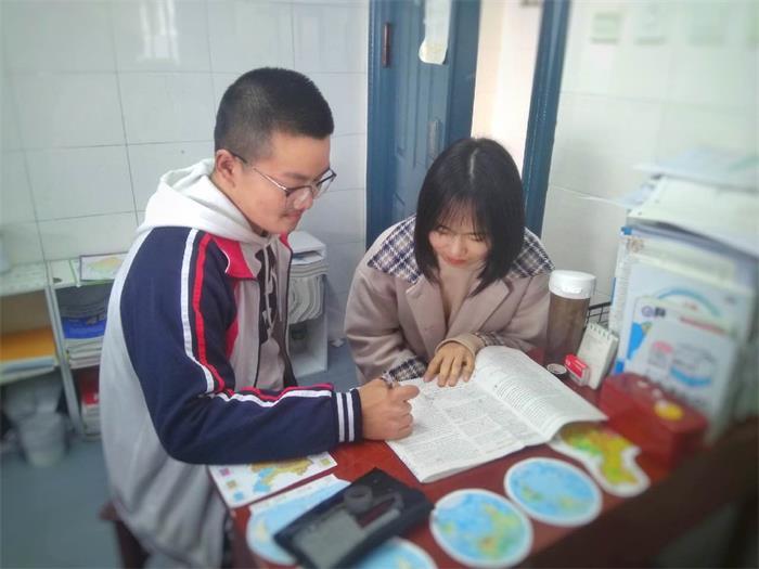 """青春路上追梦人——记全国""""最美中学生""""钟雨晖"""