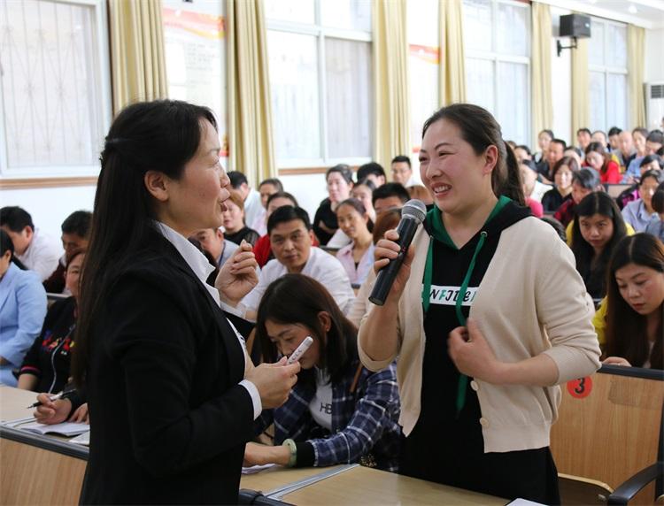 商洛市家庭教育志愿者公益宣讲活动走进商南县初级中学