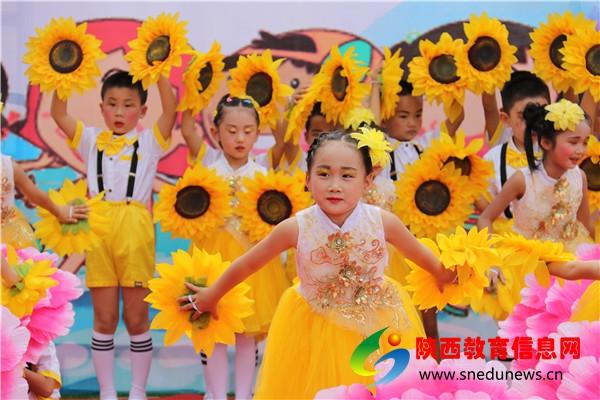 4舞蹈《七彩的梦》.JPG