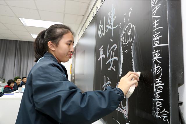 """西安交大附中启动""""冬季校园安全宣传教育周""""活动"""