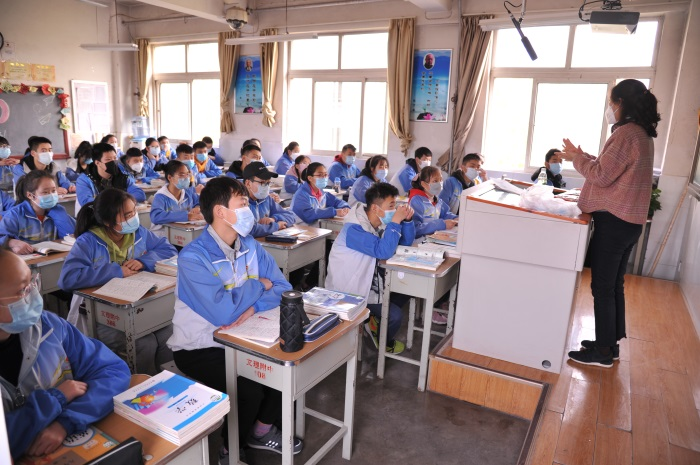 宝鸡文理学院附属学校初三开学上好第一节课