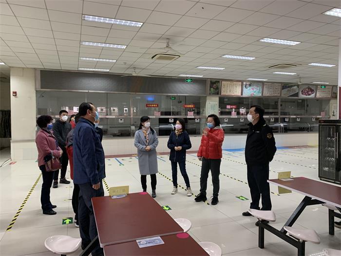 西安市市场监督管理局检查曲江一中疫情防控期间校园食品安全工作