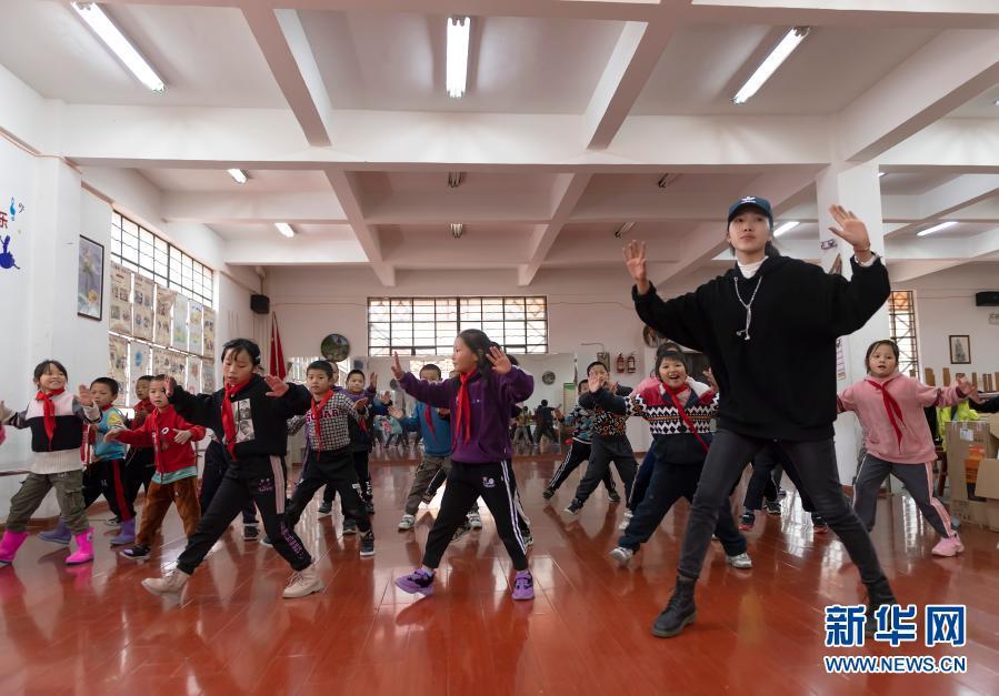 独龙江乡孩子快乐的校园生活