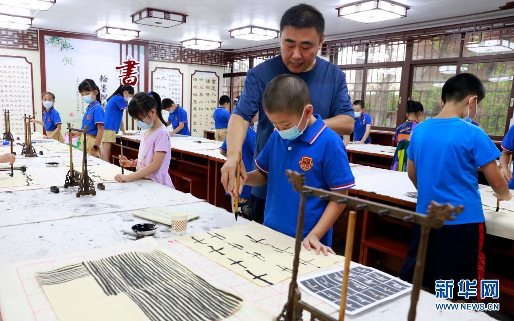 广州试点小学生暑期校内托管服务工作