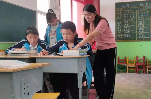 用瘦弱的肩膀扛起沉甸甸的责任——记咸阳市最美乡村教师张云枫